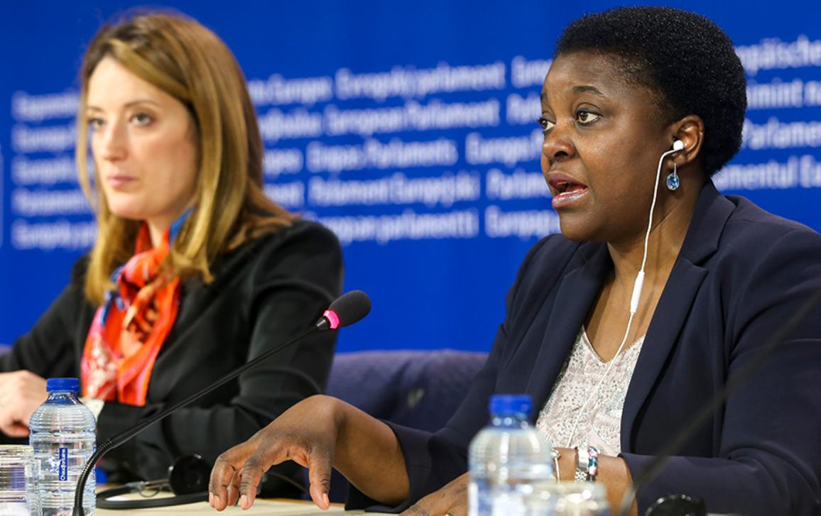MEPs Kashetu Kyenge and Roberta Metsola, co-authors of a broad migration report, address concerns over sending refugees back to Turkey and other points.