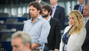 Le Président Schulz a ouvert la session plénière avec ses condoléances et une minute de silence en hommage au député européen Gianluca Buonanno