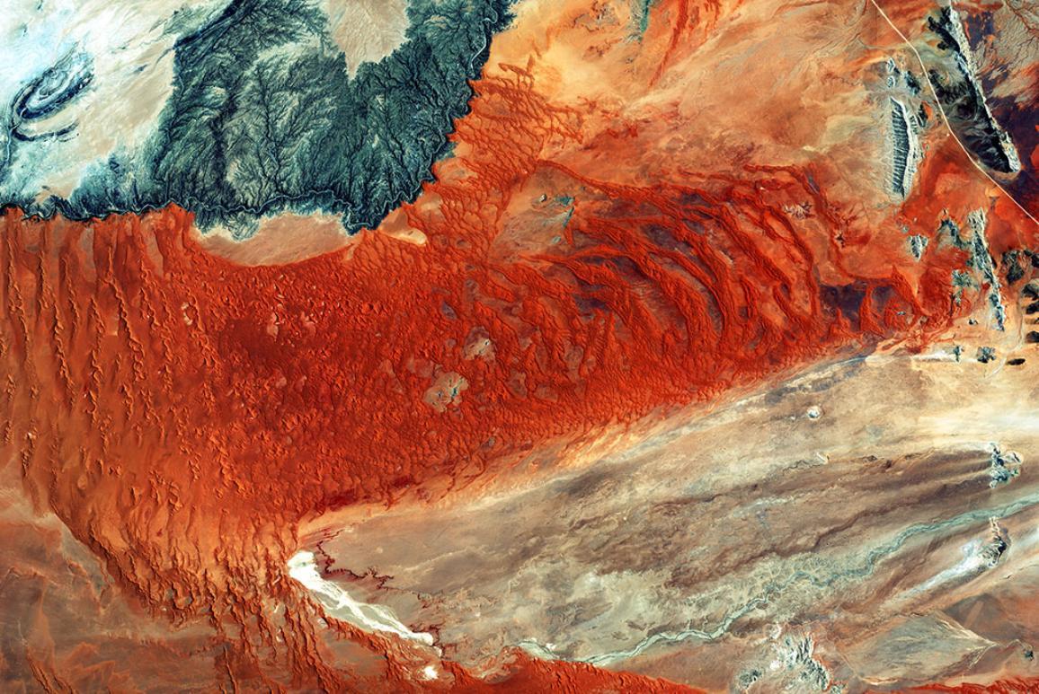 Pohled z vesmírné družice na namibijský park Namib Naukluft ©ESA 2016