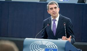 MAIN photo: Bulgarian President Plevneliev at the European Plenary