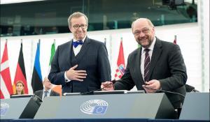 Eesti president Toomas Hendrik Ilves ja Euroopa Parlamendi president Martin Schulz. Ilves pidas istungitesaalis kõne veebruaris.