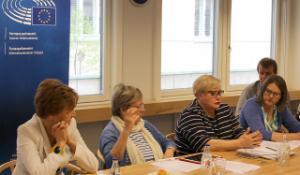 Pressikahveilla heinäkuussa mepit Anneli Jäätteenmäki, Liisa Jaakonsaari, Sirpa Pietikäinen ja Heidi Hautala