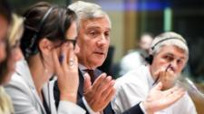 Οι ευρωβουλευτές θέτουν ερωτήσεις σε πρώην Ευρωπαίους Επιτρόπους για να αξιολογήσουν κατά πόσο έκαναν τα πάντα φύλλο και φτερό καθώς αυξήθηκαν σημαντικά τα στοιχεία για υπερβολικά υποτιμημένες εκπομπές αερίων