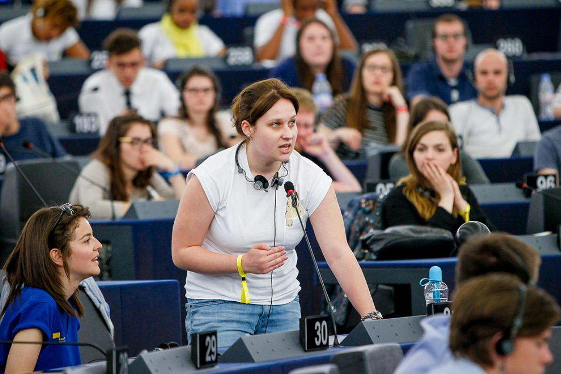 EYE 2016 participant takes the floor in the EP hemicycle