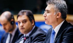 Den maltese minister, Carmelo Abela lover, at medlemslandene vil overkommer deres uoverensstemmelser på flygtningeområdet.