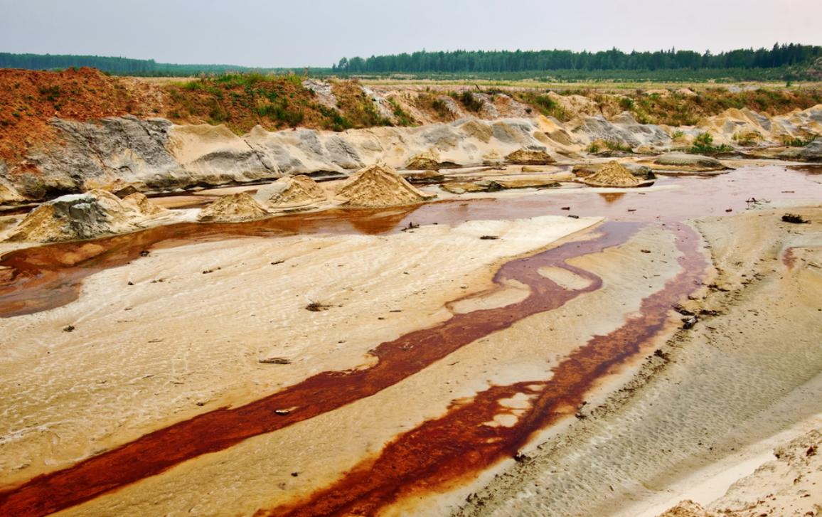 Quarry sand polluted by mining waste materials