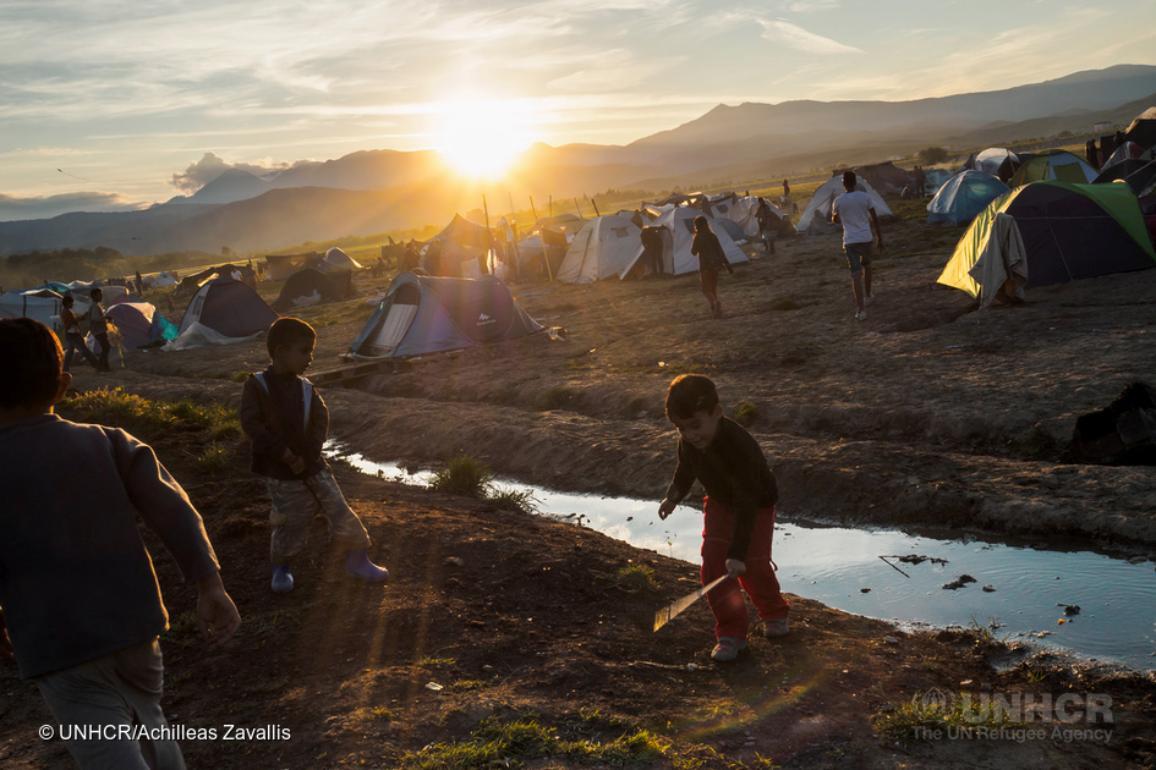 A children playing in a refugee camp ©UNHCR/Achilleas Zavallis