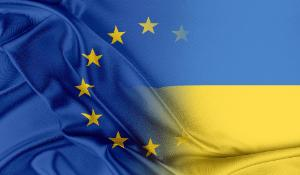 European Union and Ukraine flag ©AP Images/European Union-EP