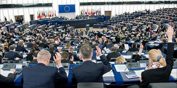záběr poslanců během hlasování na plenárce ve Štrasburku