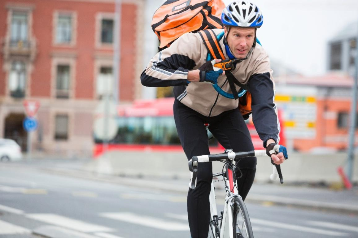 A cyclist with a courier delivery bag ©AP Images/European Union-EP