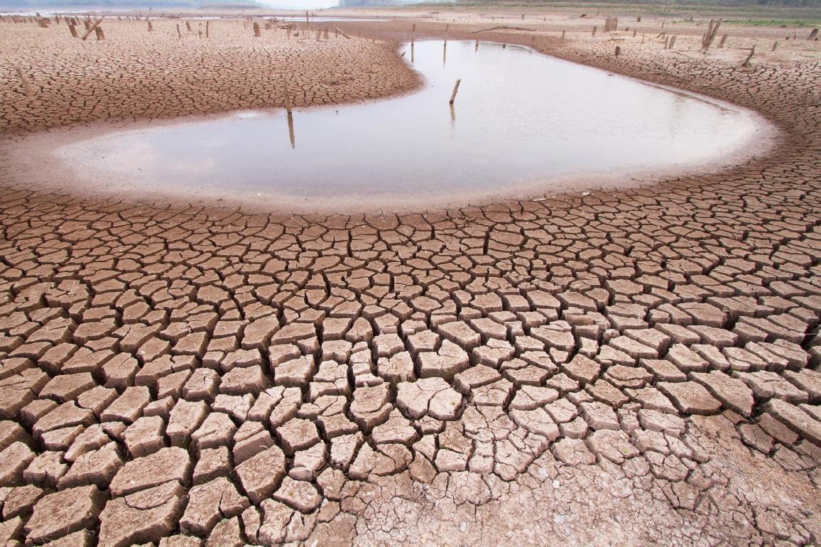 Climate change drought land and water in lake ©AP Images/European Union-EP