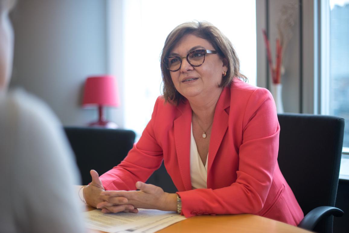 Adina-Ioana Vălean esindab parlamendis Rahvapartei fraktsiooni ja Rumeeniat