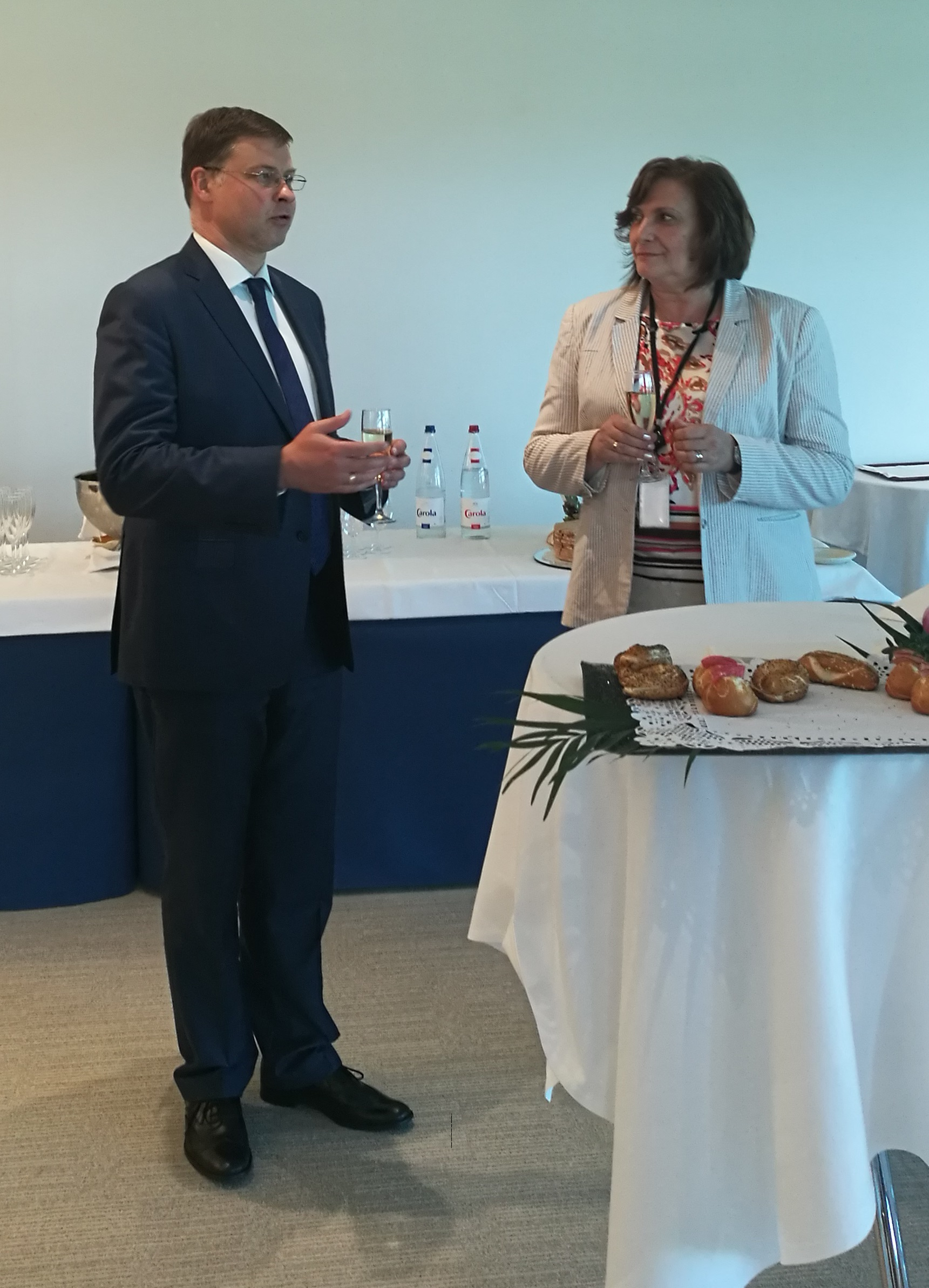Photo - SRSP celebration - Ms Mihaylova and Mr Dombrovskis