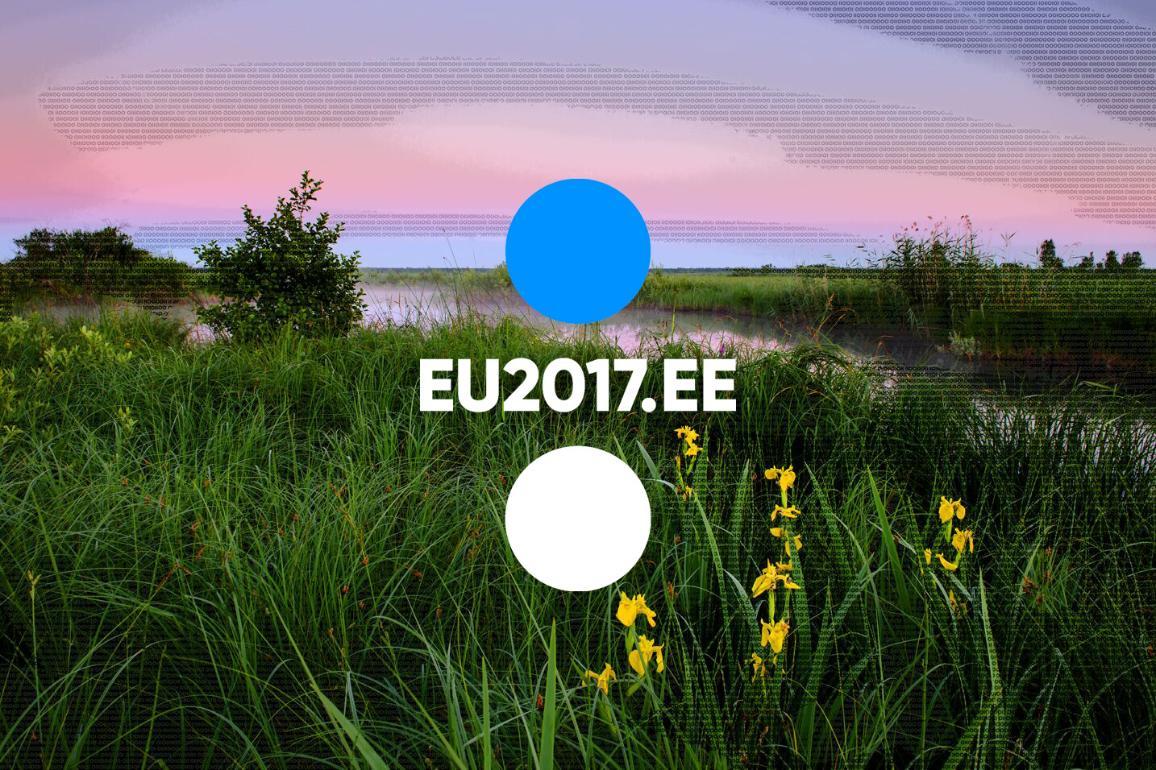 Eesti eesistumise logo, taustal roheline luht
