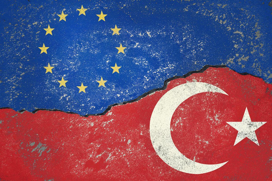 EU:s och Turkiets flaggor_