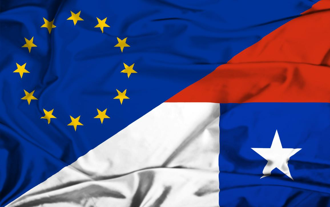 Image of EU and Chile flags intertwined