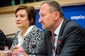 Photo of Ms Iskra Mihaylova, Chairwoman of the Committee on Regional Development of the European Parliament and Mr Petr Osvald, Chairman of the Commission for Territorial Cohesion Policy and EU Budget of the Committee of the Regions at the European Week of Regions and Cities 2017 in the European Parliament