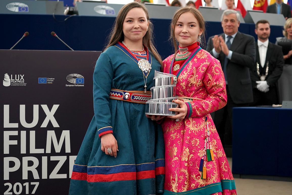 در عکس این دو بازیگر میا اریکا اسپارکک و لن سسیلیا اسپارکک هستند.