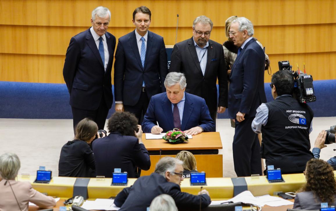 EP President Antonio Tajani signing the 2018 EU Budget into law