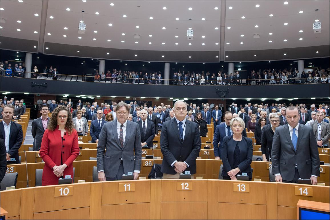 EP ar klusuma brīdi piemin nogalināto slovāku žurnālistu Janu Kučaku