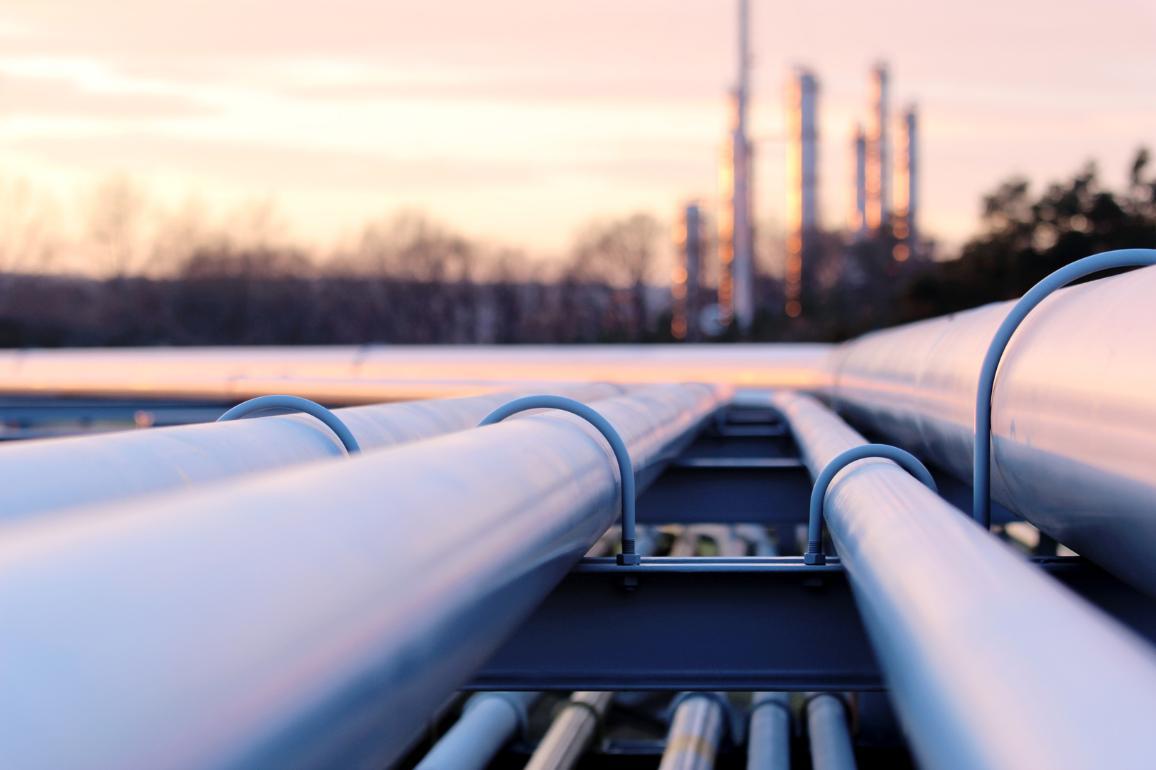 Gasoducto durante la puesta de sol © AP Images / European Union-EP