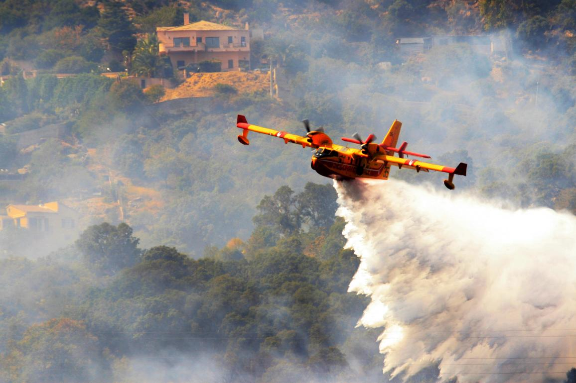 A fire fighter airplane in action. ©AP Images/European Union-EP