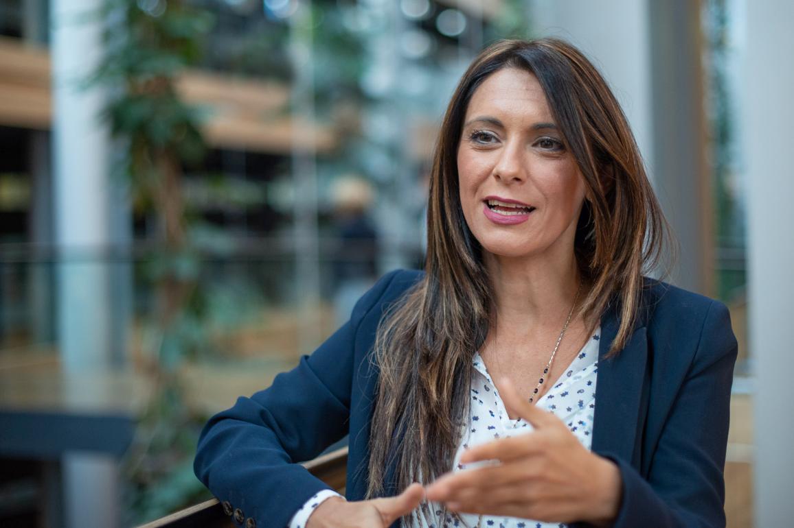 La eurodiputada Pina Picierno durante la entrevista