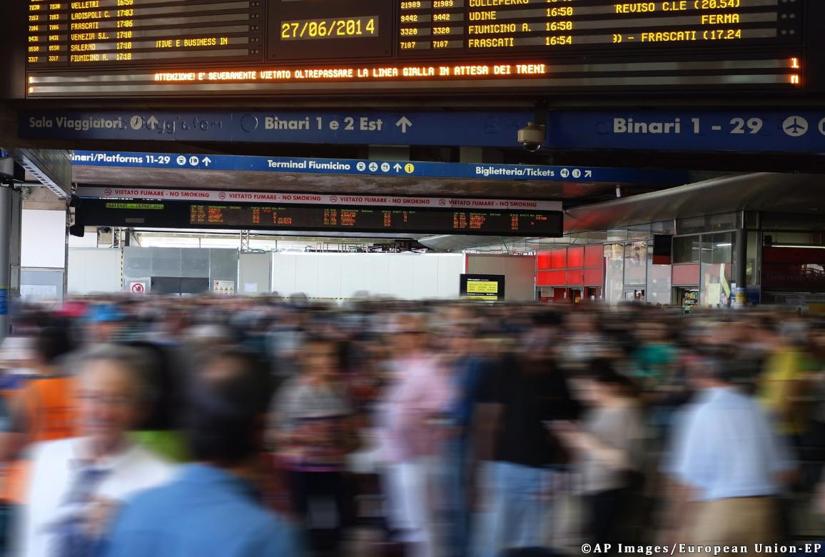 Rush hour on a train station ©AP images/European Union - EP