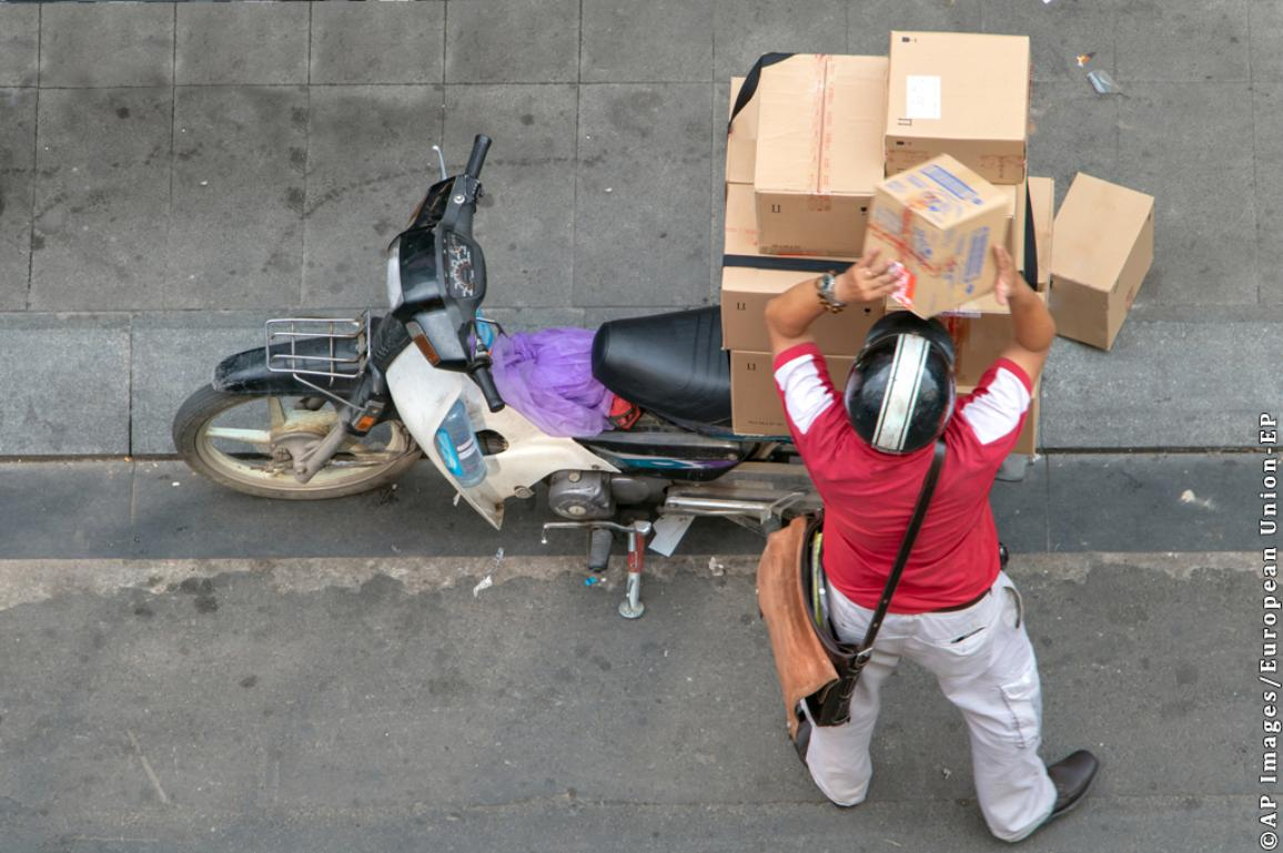 Delivery on motorbike. ©AP images/European Union-EP