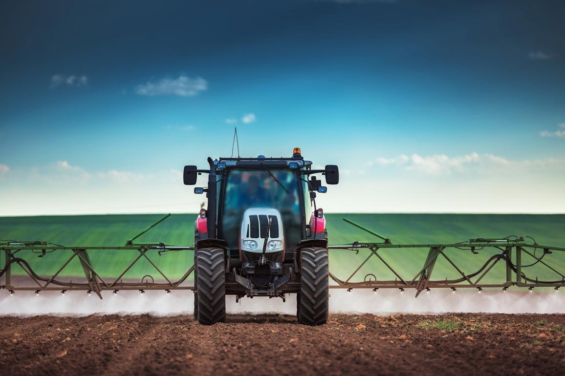 Farming tractor plowing and spraying on field ©AP images/European Union-EP