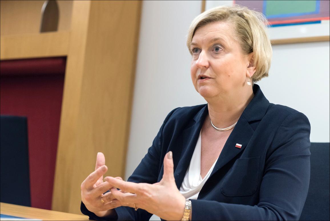 Foto: Entrevista a la ponente del informe sobre cómo combatir la desinformación, Anna Fotyga