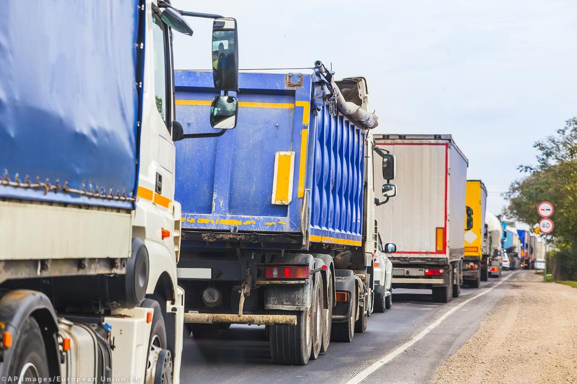 Trucks in traffic jam on the road ©AP Images/European Union-EP