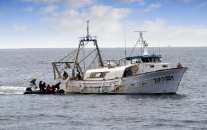 The Spanish service of fishing inspection go on board of a trawler