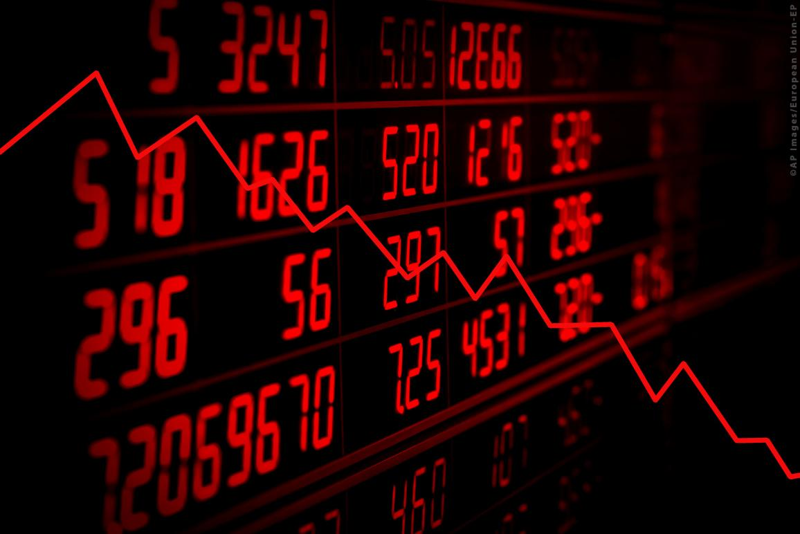 Display of red electronic board of stock market quotes with down trend graph ©AP Imageas/European Union-EP