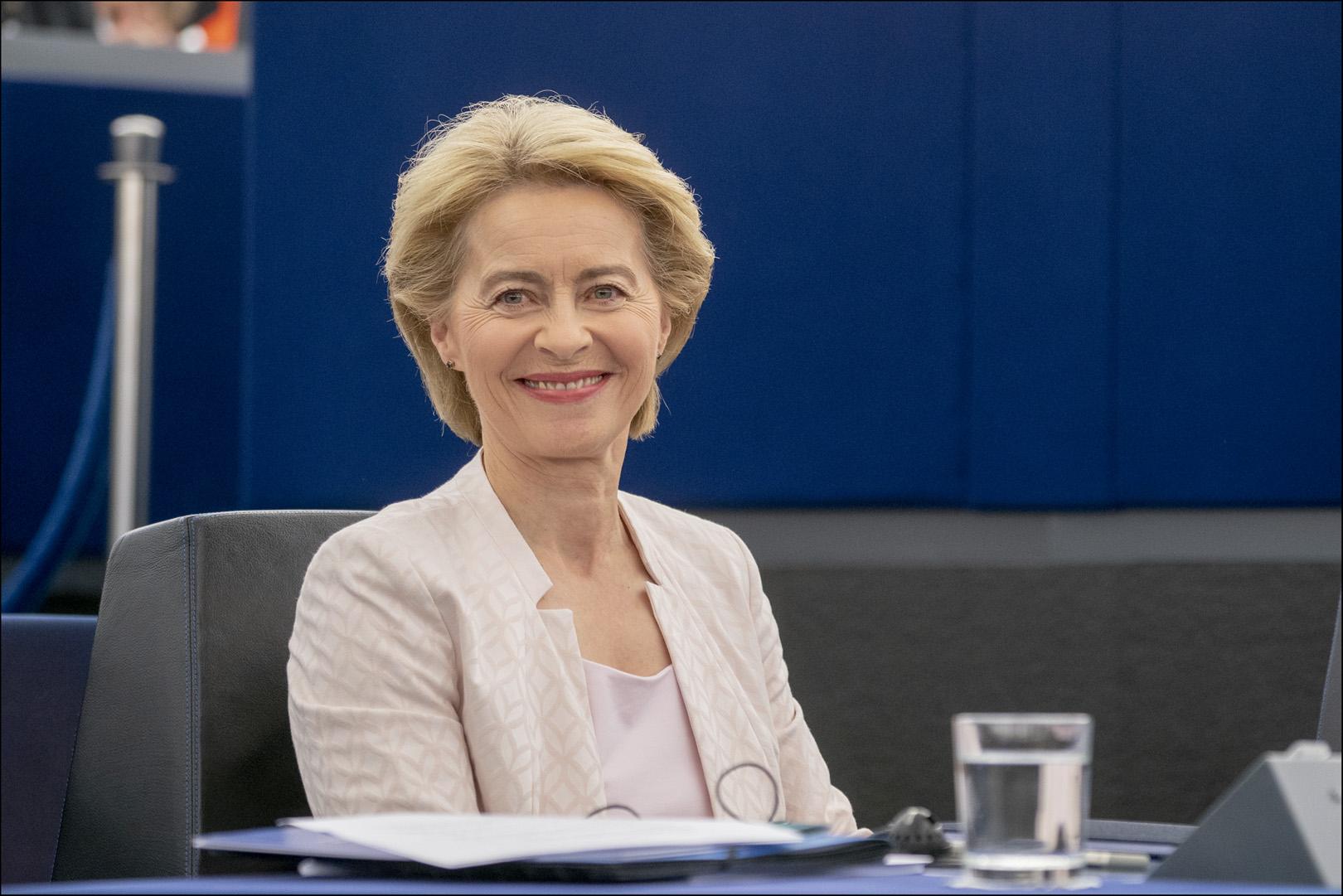 Il Parlamento elegge Ursula von der Leyen Presidente della ...
