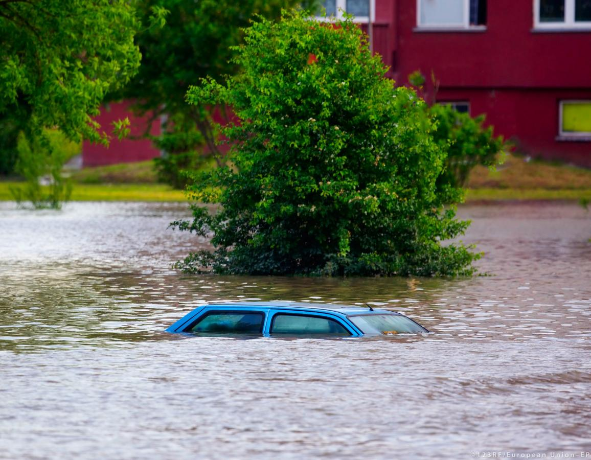 Flooded street ©123RF/European Union–EP