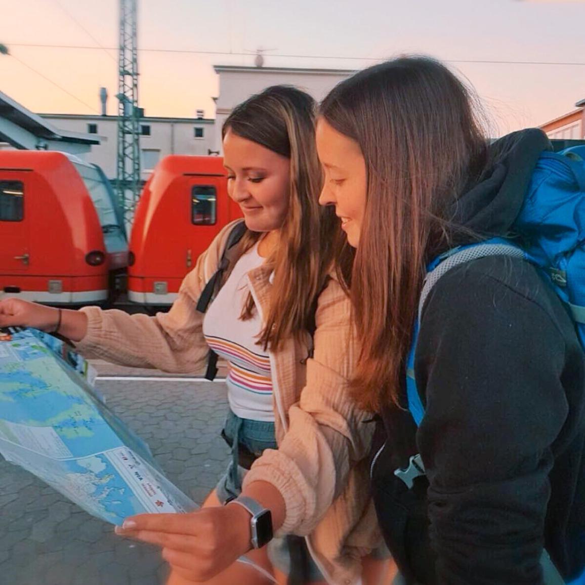 Alice i Lisi putuju zajedno zahvaljujući  #DiscoverEU projektu @lisi_meets_world, Instagram