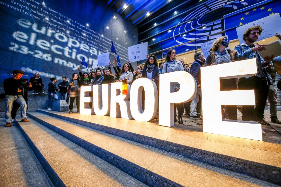 Nella foto, un flashmob in supporto delle elezioni europee di maggio 2019