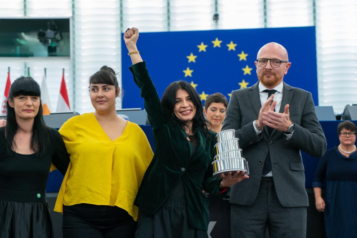 Fotoattēls: Labina Mitevska, galvenās lomas atveidotāja Zorica Nusheva, režisore Teona Mitevska un Madss Brjūgers, ''Cold Case Hammarskjöld' režisors.