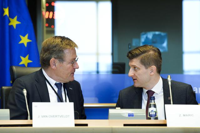 Johan Van Overtveldt, Chair of BUDG, and Zdravko Maric, Croatian Finance Minister, talking on the podium of a BUDG meeting on 22 January 2020
