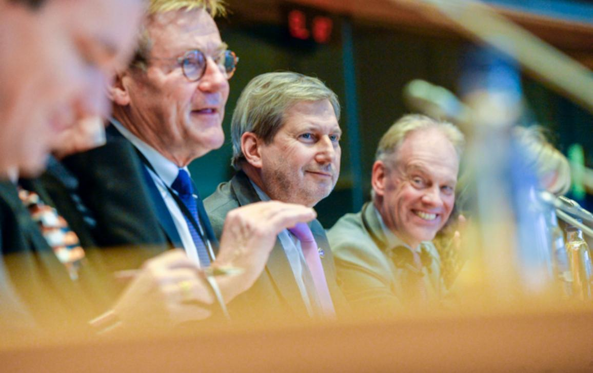 Johan Van Overtveldt, Chair of the BUDG committee, Johannes Hahn, Budget Commissioner, and Gert-Jan Koopman, Director General of DG BUDGET, sitting side by side on the podium of a BUDG meeting