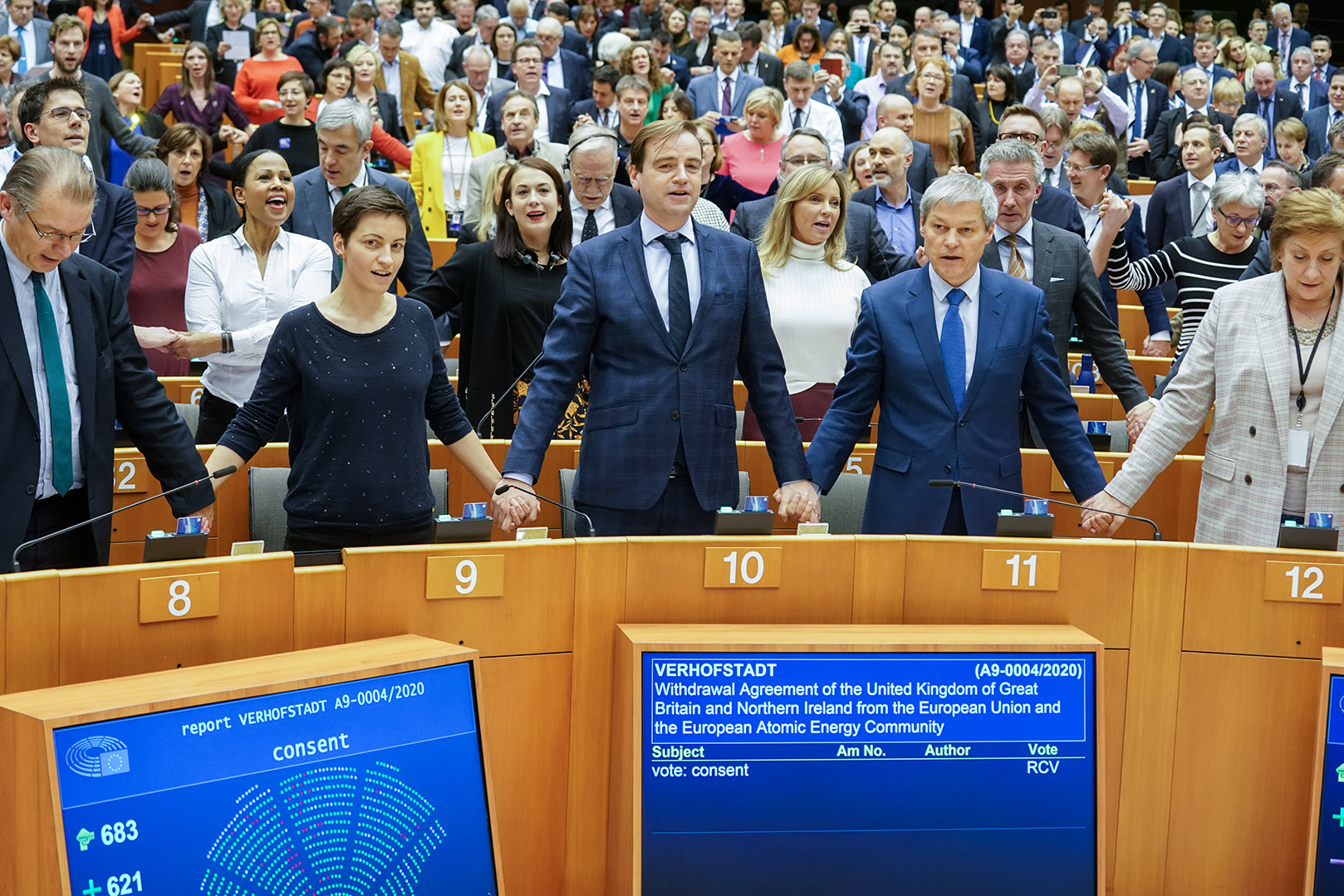 Brexit: Parlamento Europeu aprova Acordo de Saída do Reino Unido ...