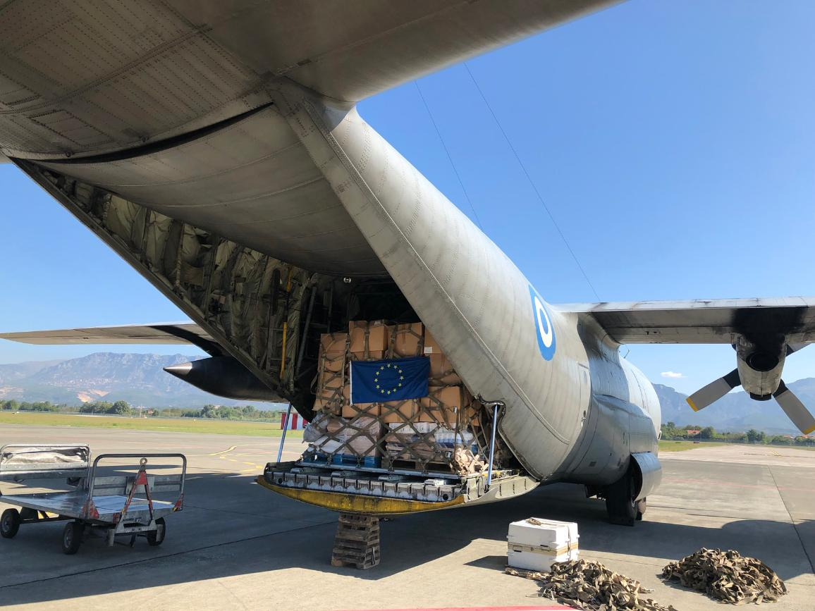 El equipo de Protección Civil de la UE ayuda a coordinar la entrega de asistencia enviada por Grecia a Albania en respuesta a los terremotos e inundaciones que azotaron el país en septiembre de 2019.