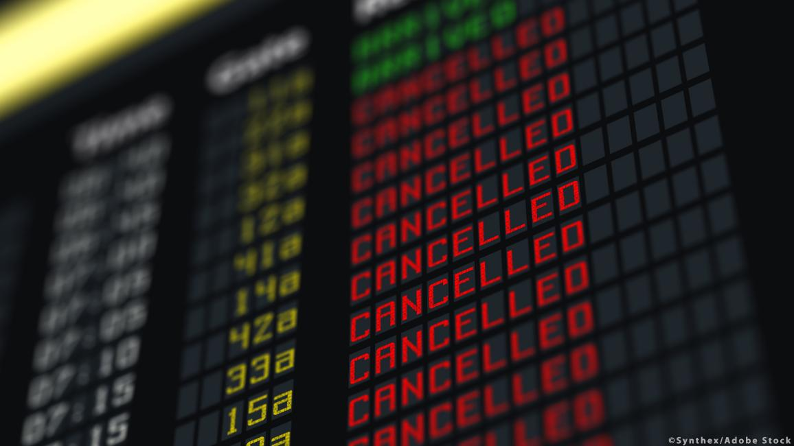 Flights canceled on information board ©Synthex/Adobe Stock
