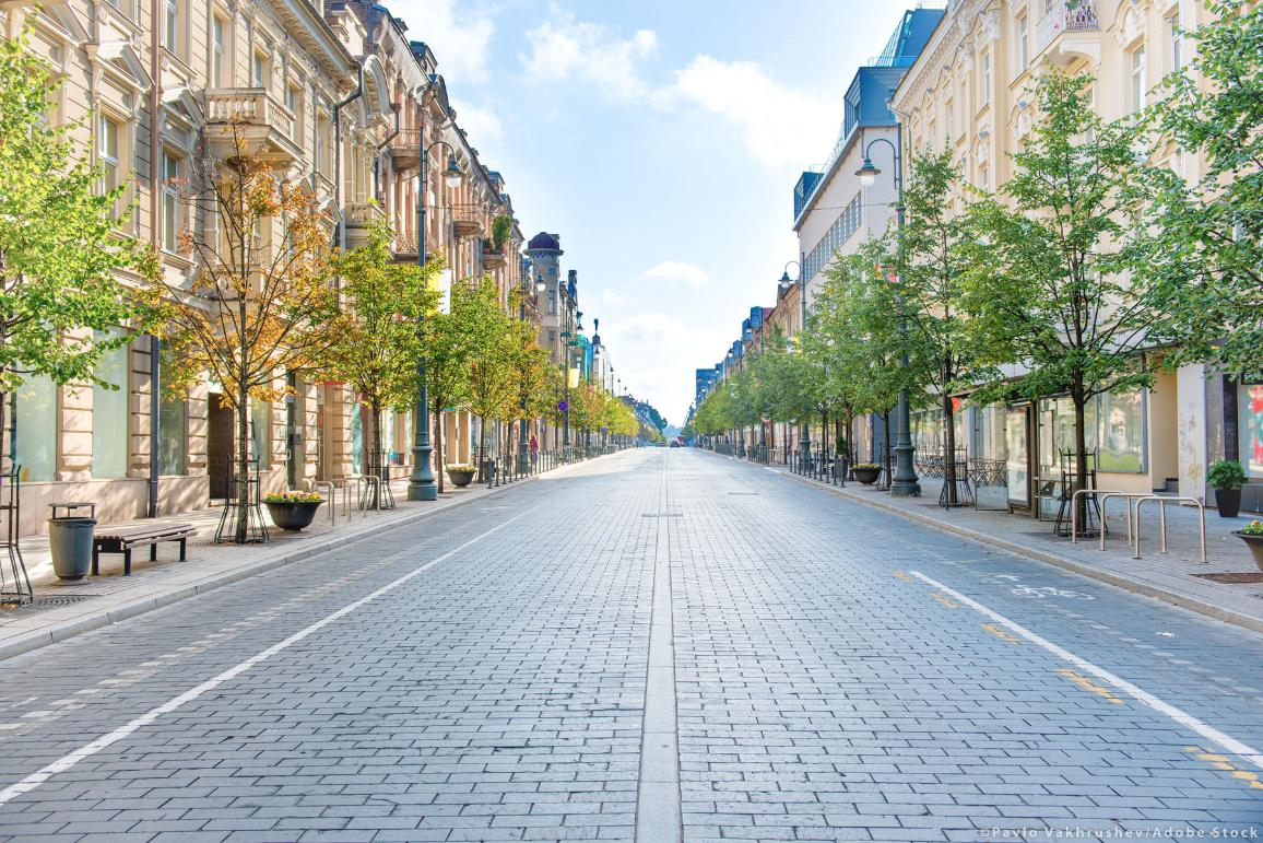 City street with empty road and morning light in Europe, Lithuania, Vilnius. ©PavloVakhrushev/AdobeStock