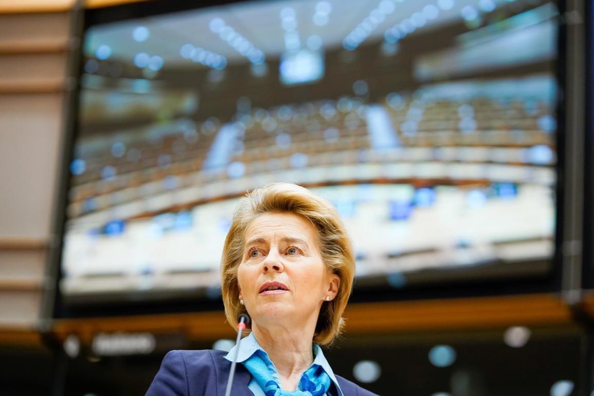 Ursula von der Leyen in de plenaire vergaderzaal van het Europees Parlement in Brussel