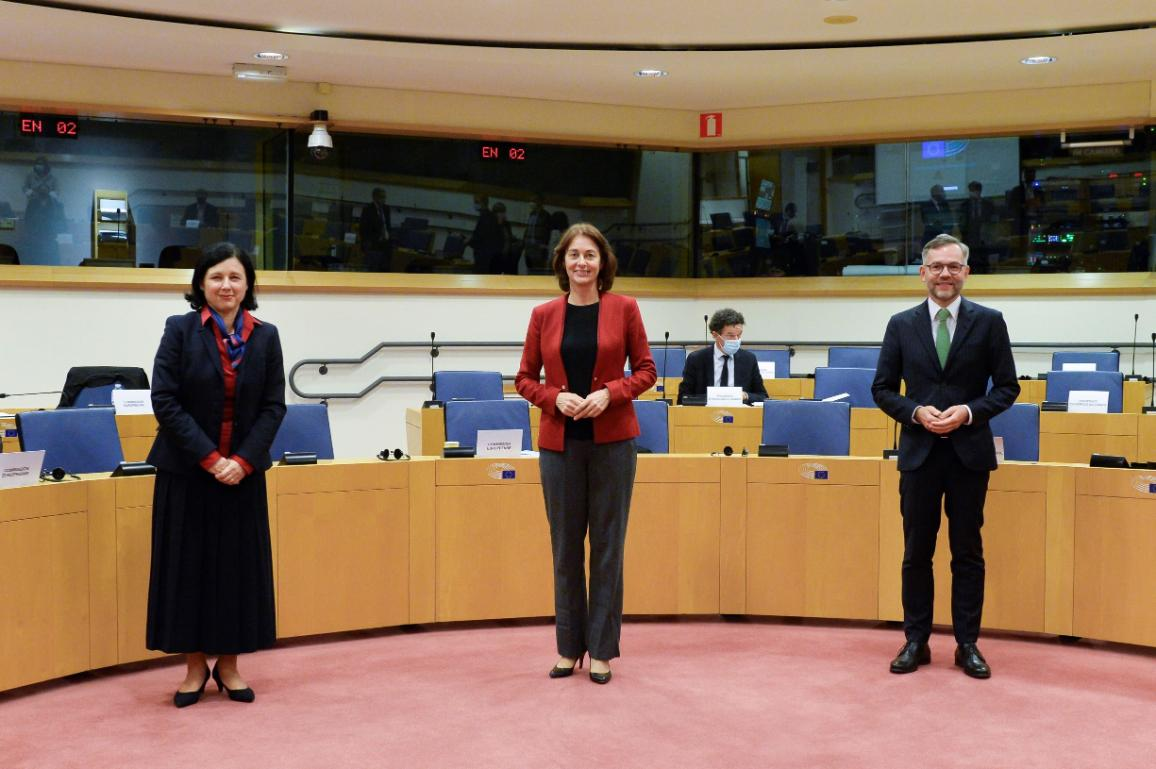 The negotiators Katarina Barley and Danuta Hübner (remotely) for Parliament, Michael Roth for the Council and Věra Jourová for the Commission reaffirmed the positive direction of the political talks