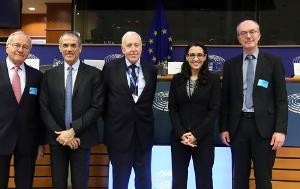Image with 5 people standing side by side