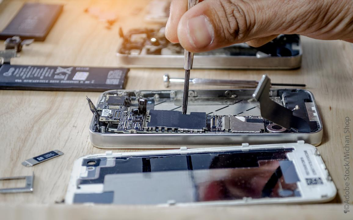 Mobile phone motherboard repair by a technician