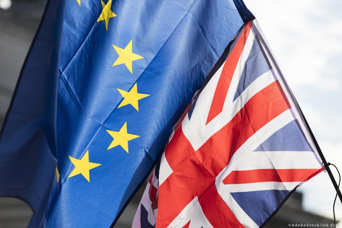 EU zászló és Union Jack egymás mellett
